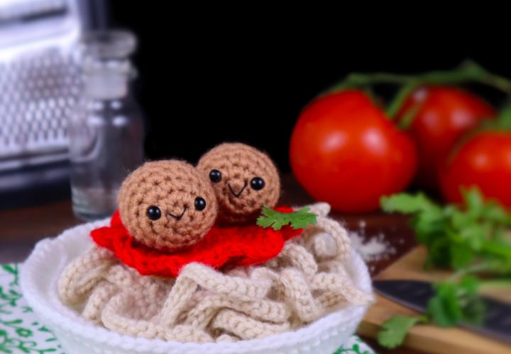 Free spaghetti and meatballs amigurumi crochet pattern